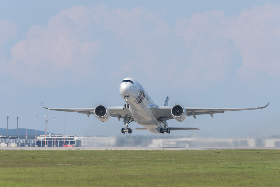 Bereits bei der Internationalen Luftfahrtausstellung (ILA) 2014 war die Südbahn am BER kurzfristig im Betrieb. Gezeigt wurde auch ein Airbus A350 beim Start. (Foto: Günter Wicker / Flughafen Berlin-Brandenburg GmbH)