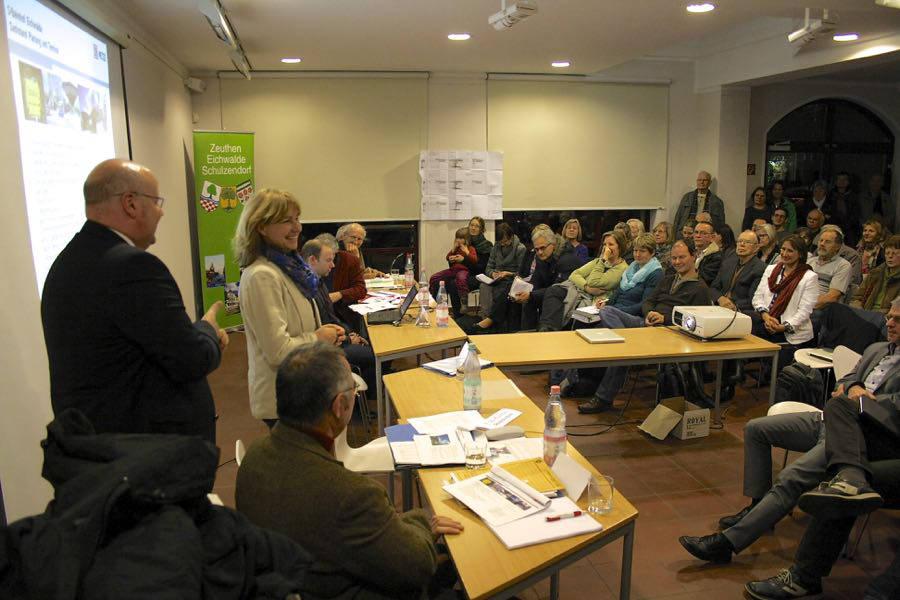Bürger wollen informiert sein und mitreden beim Umbau der Bahnhöfe in Eichwalde und Zeuthen. Gut 80 Menschen kamen Ende Januar zum 3. Bürgerforum, zu dem die Fraktionen der Gemeindevertretung eingeladen hatte. (Foto: Jörg Levermann)