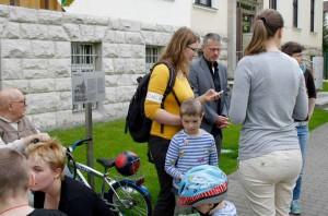Die Eltern sprachen mit Bürgermeister Speer über die Betreuung ihrer Sprösslinge und forderten eine bessere Bezahlung des Kita-Personals. (Foto: Jörg Levermann)