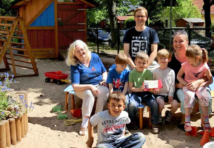 SPD-Politiker machten sich ein Bild vom Alltag in den Kita-Einrichtungen in Eichwalde, unter anderem auch im Waldkindergarten. (Foto: Waldkindergarten Eichwalde e.V.)