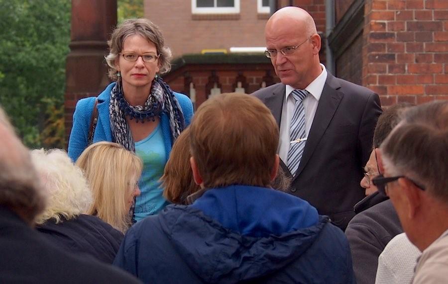 Die SPD-Landtagsabgeordnete Tina Fischer und Landrat Stephan Loge (SPD) stellten sich den Fragen interessierter Bürgerinnen und Bürger. (Foto: Anja Röske, SPD-Ortsverein)