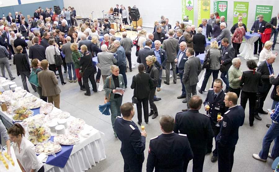 Beim Neujahrsempfang in Schulzendorf gab es gute Gelegenheiten zum intensiven Gedankenaustausch. (Foto: Jörg Levermann)