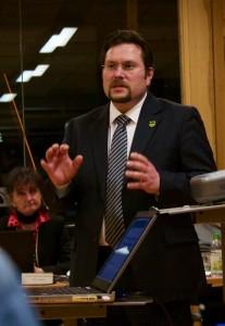 Kämmerer Michael Launicke erklärte, wo gespart werden könnte. (Foto: Jörg Levermann)