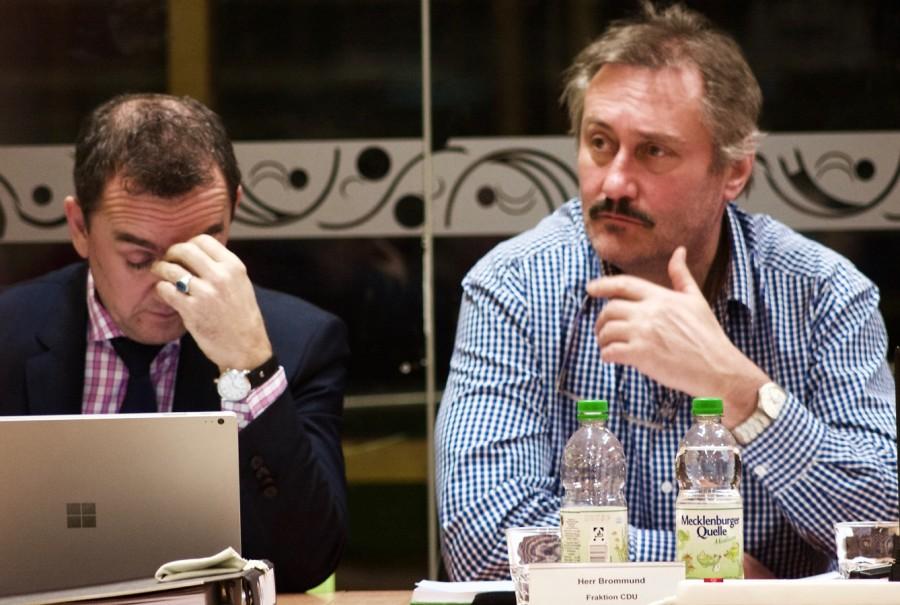 Kopfzerbrechen und Staunen bei der CDU-Fraktion. Jürgen von Meer (links) will Bürger nicht übermäßig belasten. Dieter Brommund (rechts).(Foto: Jörg Levermann)