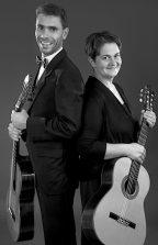 Das Gitarrenduo Katrin und Reinhard Jungrichter geben am Sonnabend ein Konzert in der Alten Feuerwache in Eichwalde. (Foto: Raimond Munschke)