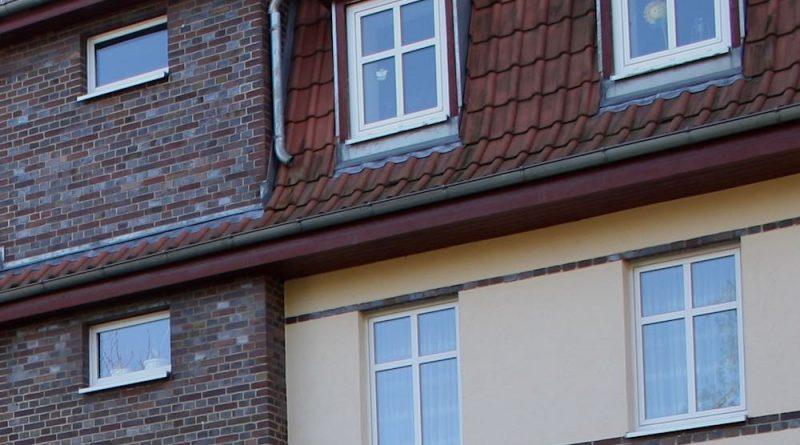 Auch die Gemeinde Eichwalde hat eigene Mietwohnungen und wird zur Höhe der Mieten befragt. (Foto: Jörg Levermann)