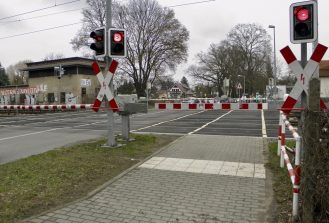 Bahnübergang Waldstraße in Eichwalde. (Foto: Jörg Levermann)