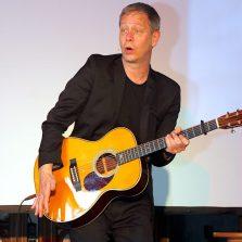 Kabarettist Jochimsen gab ein Gastspiel in der Patronatskirche. (Foto: Christian Dederke)