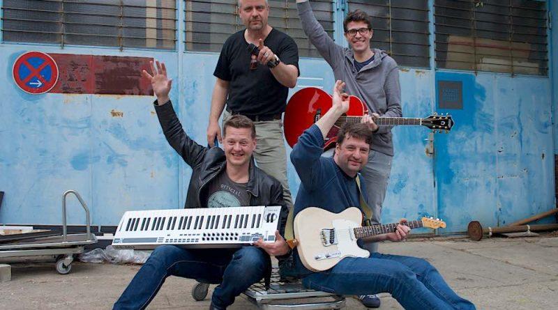 Die vier Jungs von Oakwood freuen sich auf die Release-Party am 20.5.2017 in Karolinenhof in Berlin Schmöckwitz. (Foto: Jörg Levermann)
