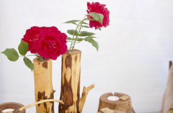 Auch Kunsthandwerk aus Holz wird beim Rosenfest geboten. (Foto: Jörg Levermann)