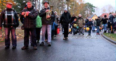 Motzen und Bestensee feiern den Sankt Martinstag mit Umzüge und Theaterspiel